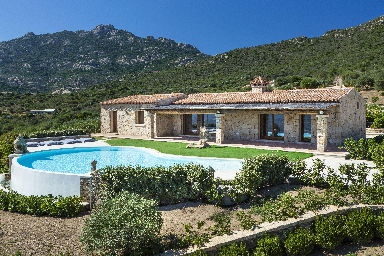 Lussuosa villa con piscina in fronte a Porto Rotondo